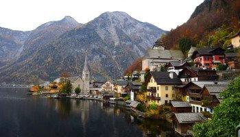 Oostenrijks dorp aan waterkant